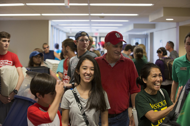Students moving into residence halls during Opening Week