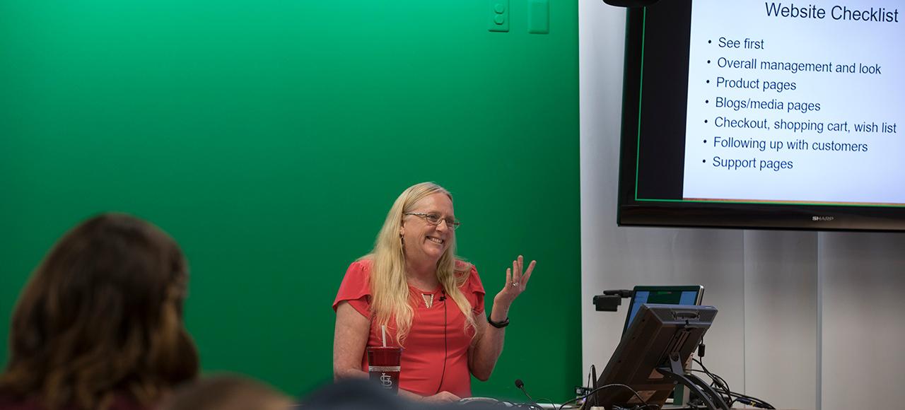 Carla Bates teaching a class at S&T