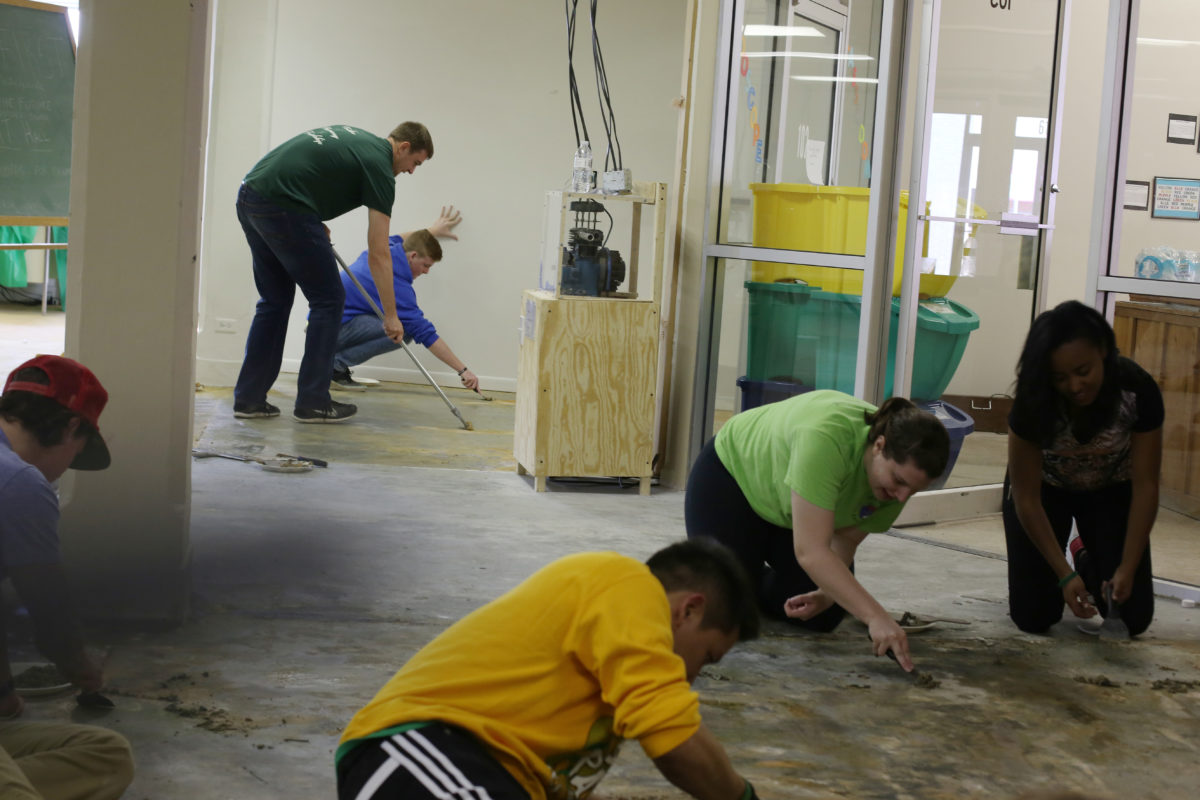 Students volunteer at the Kaleidoscope Discovery Center for Gonzo Gives Back on March 17, 2016.