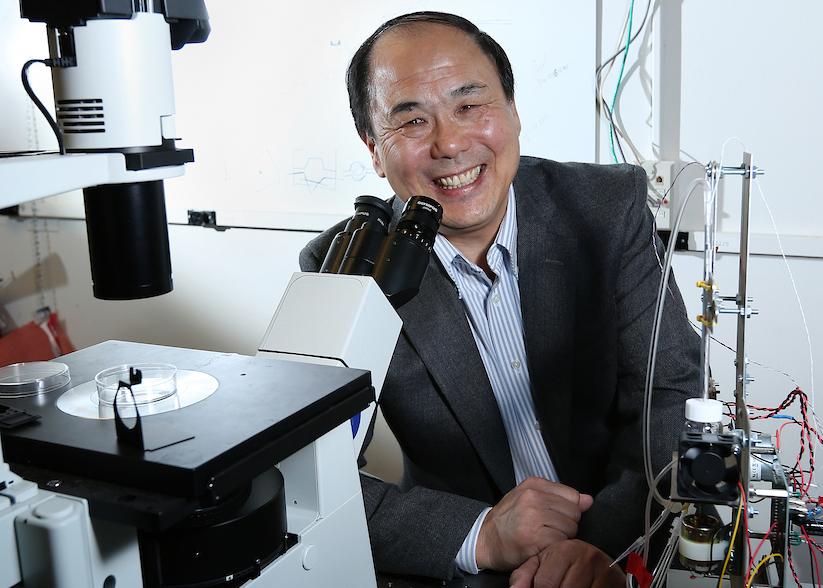 Yinfa Ma in lab