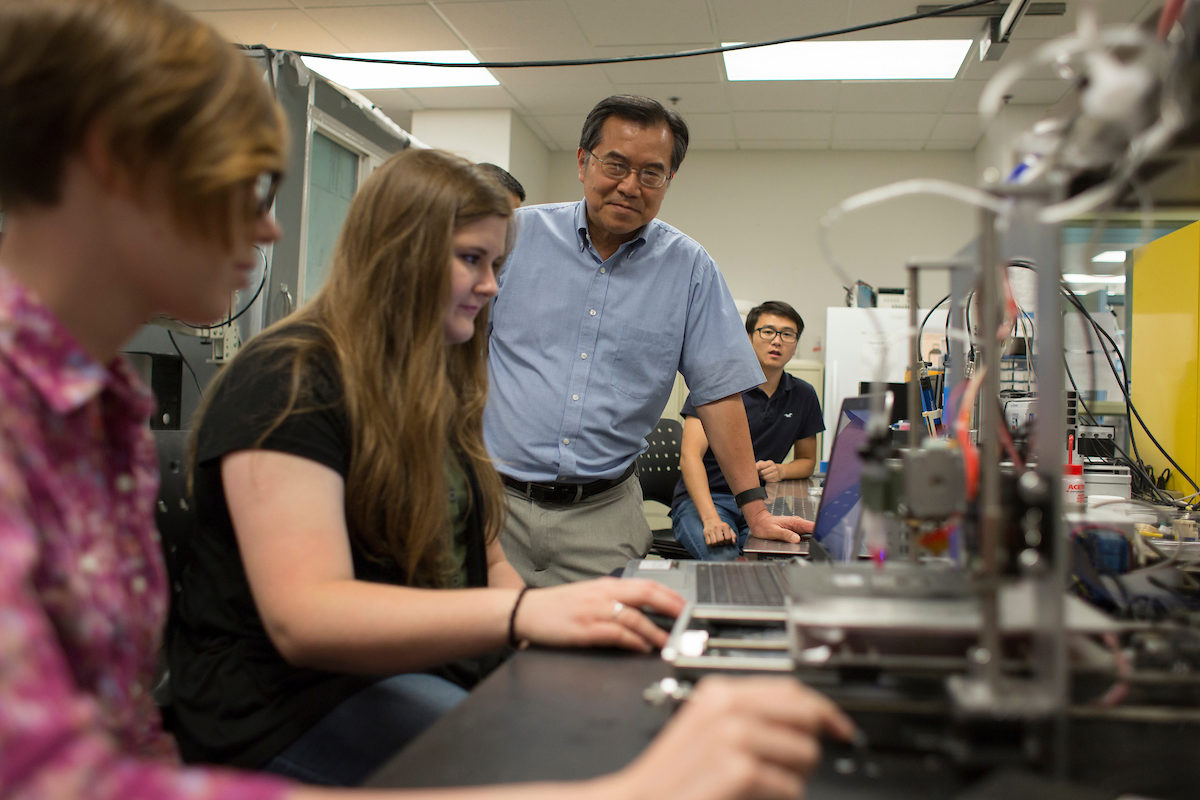 Dr. Ming Leu and three students in lab