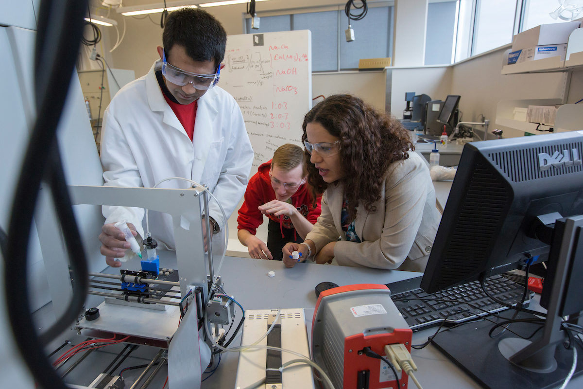 Dr. Fateme Rezaei and two students in lab