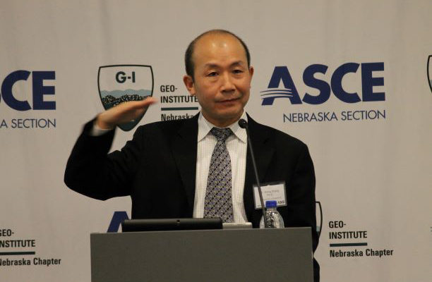 Zhang gives keynote talk at geotechnical conference