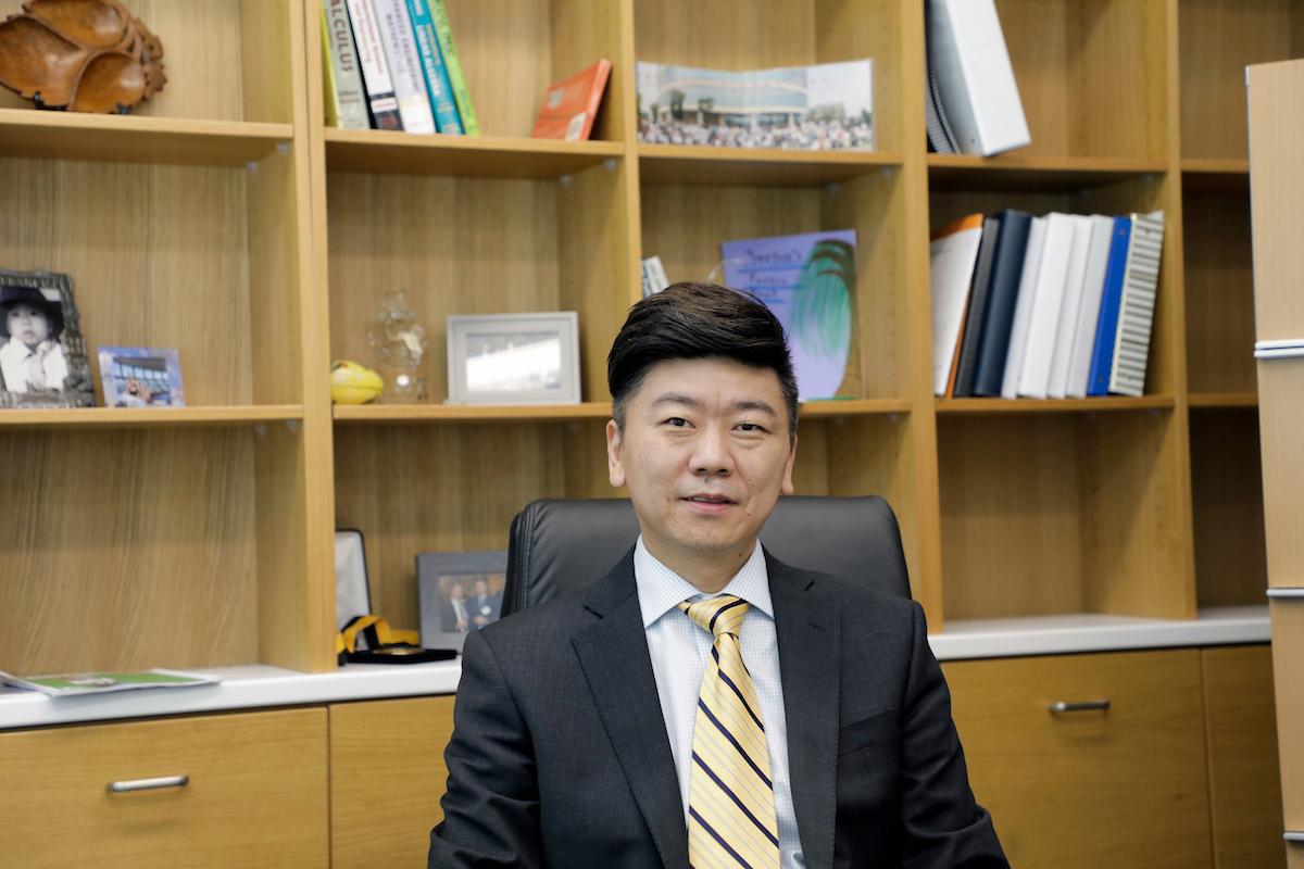 Hu Yang in office