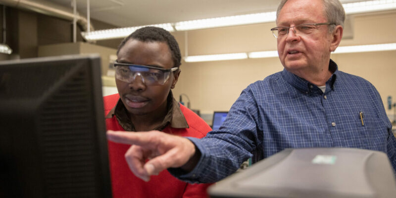 Chemist earns patent for flexible electronics work