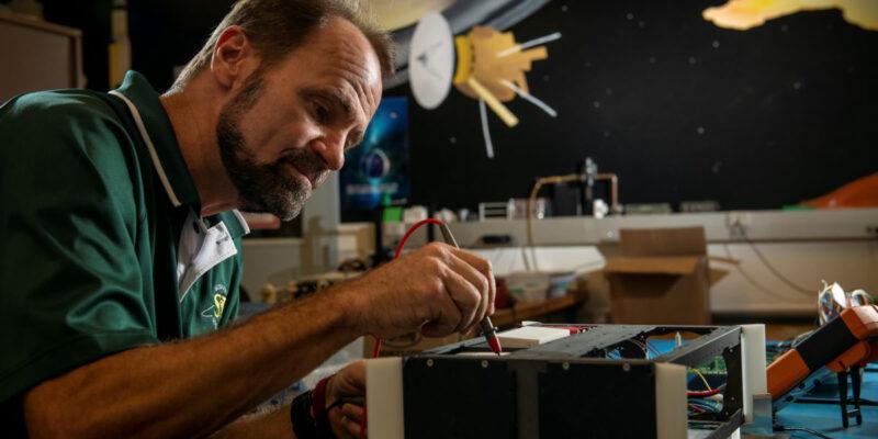 Pernicka named Curators' Distinguished Teaching Professor